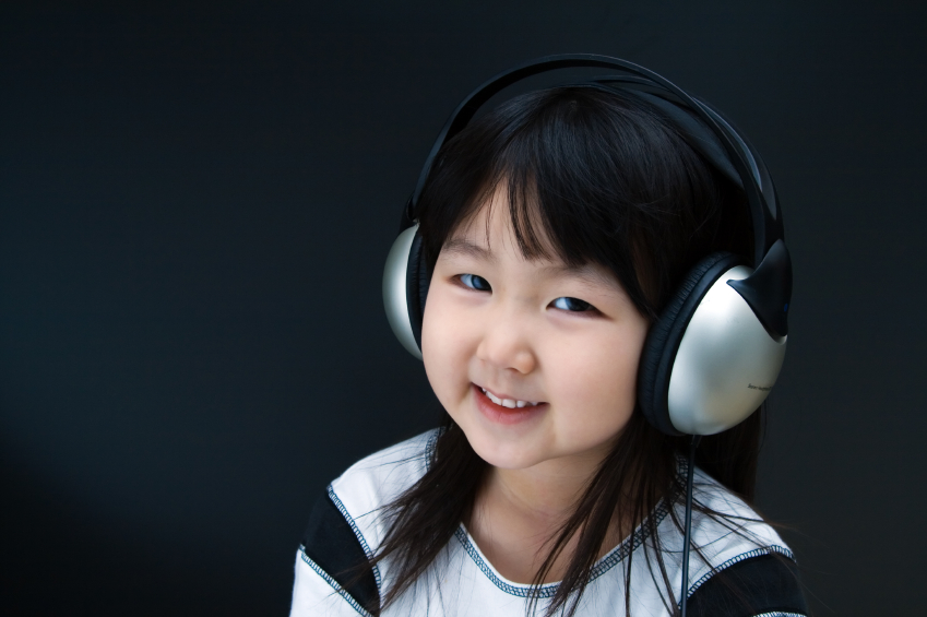 littlegirlwithheadphone